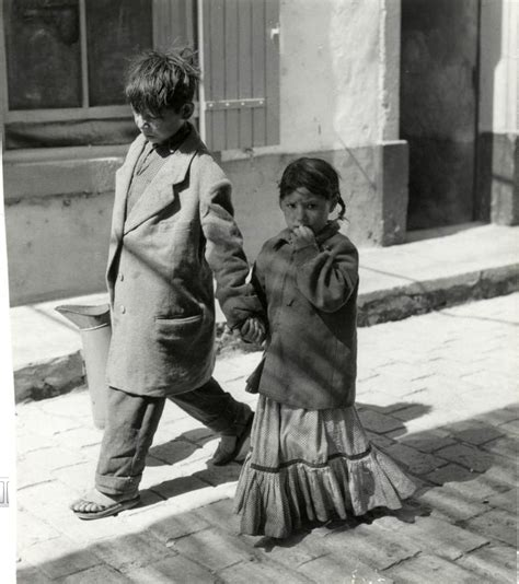 46 Vintage Photographs Capture Everyday Life of Gypsies of